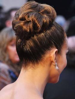 jennifer lopez classic bun hair